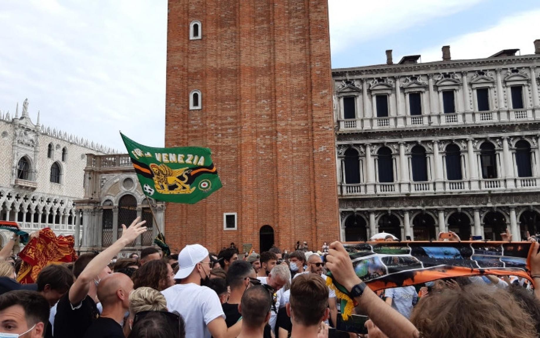 venezia-tifosi-festa-3-gdm.jpg
